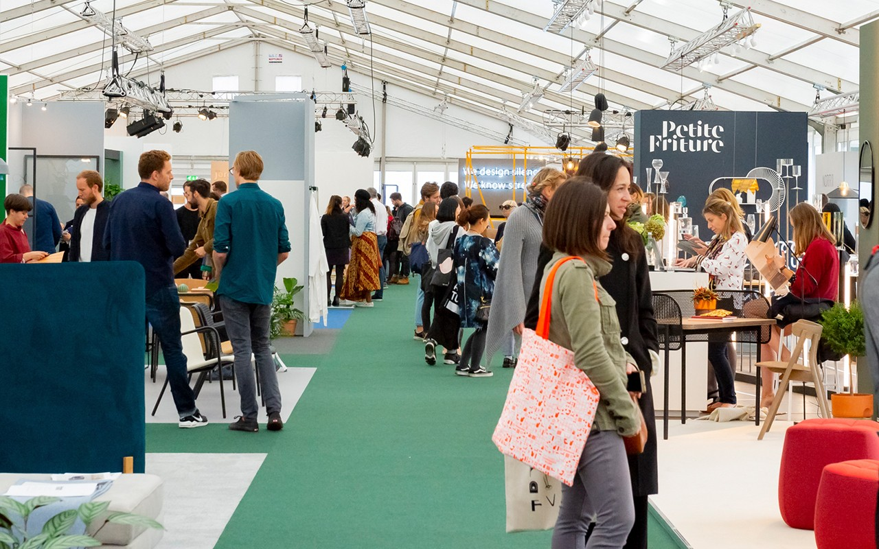 crowds-of-visitors-at-the-design-show-designjunction